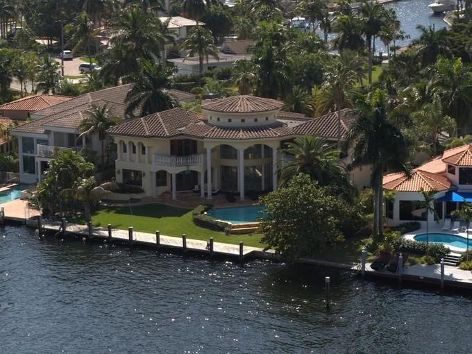Einfamilienhaus for sales at 310 s Parkway PW  Golden Beach, Florida 33160 Vereinigte Staaten