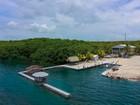 Maison unifamiliale for sales at Oceanfront Beach Home 155 Seaside Ave Key Largo, Florida 33037 États-Unis