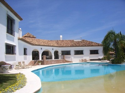 Maison unifamiliale for sales at Villa in El paraiso Medio  Estepona, Andalousie 29680 Espagne
