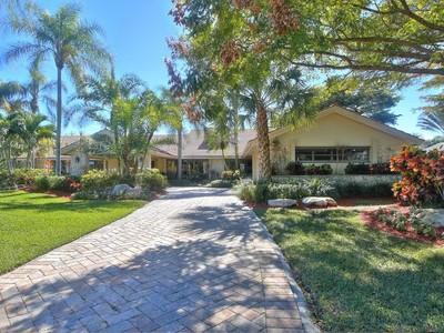 Частный односемейный дом for sales at 8860 Sw 105 Street 8860 SW 105 ST. Miami, Флорида 33176 Соединенные Штаты