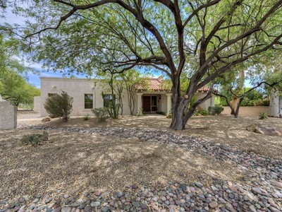 Einfamilienhaus for sales at Highly Sought After Pinnacle Peak Country Club Estates Home 23214 N Country Club Trail Scottsdale, Arizona 85255 Vereinigte Staaten
