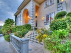 Частный односемейный дом for  sales at 4440 Hayvenhurst Ave  Encino, Калифорния 91436 Соединенные Штаты