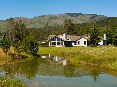 Maison unifamiliale for sales at Private & Pristine 600 S. Sandhill Crane Road West Bank South, Wyoming 83014 États-Unis