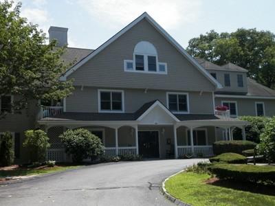 Condominio for sales at Ryan Estates 140 Lincoln Road Unit #313 Lincoln, Massachusetts 01773 Stati Uniti