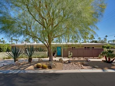 Частный односемейный дом for sales at 1010 S Calle De Maria   Palm Springs, Калифорния 92264 Соединенные Штаты