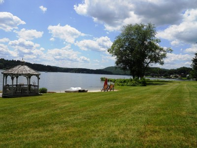 Casa para uma família for sales at Candlewood Lake Waterfront with Southwestern Views 11 Lakeview Rd Brookfield, Connecticut 06804 Estados Unidos