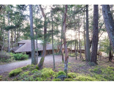 Vivienda unifamiliar for sales at Architectural Significance on the Sea 128 Mariners Ln Salt Spring Island, British Columbia V8K1S6 Canadá