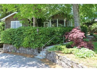 Casa para uma família for sales at HCC Cottage 36 Donald Ross Road Highlands, Carolina Do Norte 28741 Estados Unidos