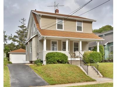 Casa para uma família for sales at Classic Dutch Colonial 1809 B Street  Lake Como, Nova Jersey 07719 Estados Unidos