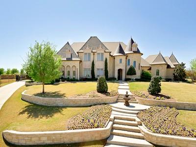 Maison unifamiliale for sales at 8916 Estribo Circle  Benbrook, Texas 76126 États-Unis