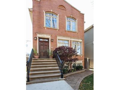 Moradia for sales at Magnificent North Center Home 2415 W Pensacola Avenue  North Center, Chicago, Illinois 60618 Estados Unidos