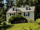 Casa Unifamiliar for sales at Charming Cape 102 Viola Road Phoenixville, Pennsylvania 19460 Estados Unidos