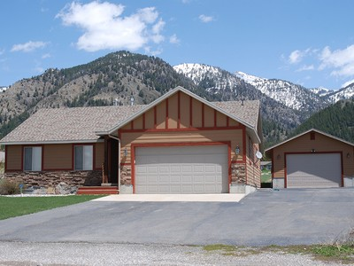 Maison unifamiliale for sales at Home and Shop in Star Valley Ranch 175 Alta Drive Thayne, Wyoming 83127 États-Unis