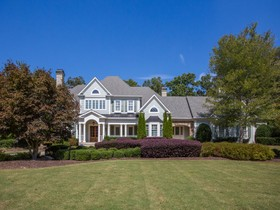 Einfamilienhaus for sales at Exquisite 820 Hedgegate Court Roswell, Georgia 30075 Vereinigte Staaten