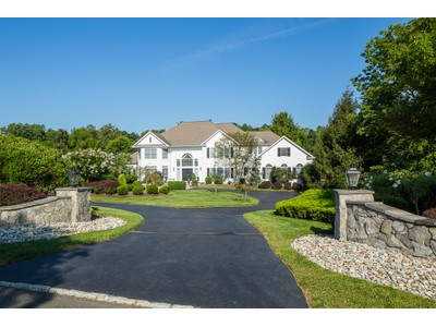 Maison unifamiliale for sales at The Epitome Of Easy Elegance - Hopewell Township 2 Grace Hill Court Titusville, New Jersey 08560 États-Unis