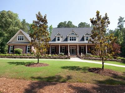 Maison unifamiliale for sales at Southern Elegance in Cherokee 100 Morgan Lane Canton, Georgia 30115 États-Unis