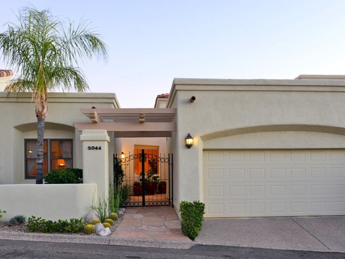 Nhà phố for sales at Beautiful Townhome in Gated Skyline Country Club Community 5044 E Calle Brillante Tucson, Arizona 85718 Hoa Kỳ