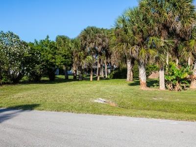 Đất đai for sales at Homesite in Sebastian Highlands 942 Crown St Sebastian, Florida 32958 Hoa Kỳ