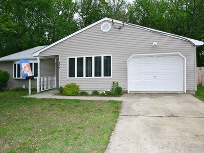Casa para uma família for sales at 252 Forest Ave.   Middletown, Nova Jersey 07748 Estados Unidos