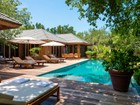 Maison unifamiliale for  rentals at Lucky House     Vacation Rental Beachfront Parrot Cay, Parrot Cay TC Îles Turques Et Caïques