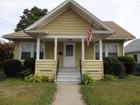 Частный односемейный дом for  sales at Bungalow with Charming Features in Convenient Location 353 South Pine Creek Road   Fairfield, Коннектикут 06824 Соединенные Штаты