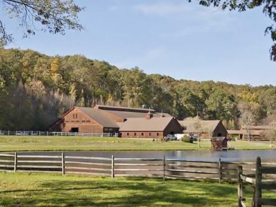 Частный односемейный дом for sales at Extraordinary Equestrian Compound  Marlborough, Коннектикут 06447 Соединенные Штаты
