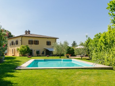 Maison unifamiliale for sales at Beautifull villa with exceptional vineyard and olive groves close to Siena Siena Area  Siena, Siena 53040 Italie