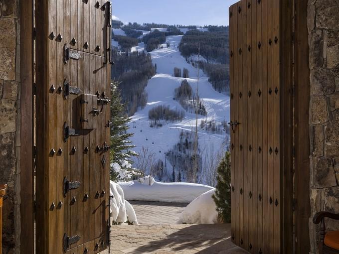Villa for sales at Direct Views of Vail Mountain 971 Spraddle Creek Road   Vail, Colorado 81657 Stati Uniti