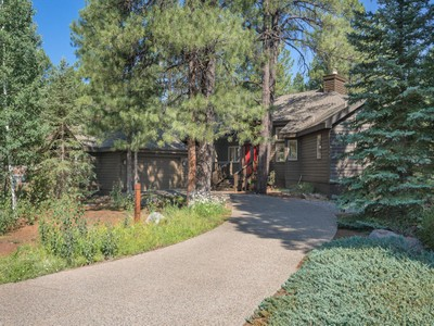 獨棟家庭住宅 for sales at Delightful Forest Highlands Home 2094 E Paleo Place  Flagstaff, 亞利桑那州 86005 美國