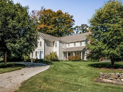 Nhà ở một gia đình for sales at 137 Liberty Street   Madison, Connecticut 06443 Hoa Kỳ
