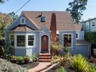 Maison unifamiliale for  sales at Upper Rockridge Updated Cottage 5422 Hilltop Crescent Oakland, Californie 94618 États-Unis