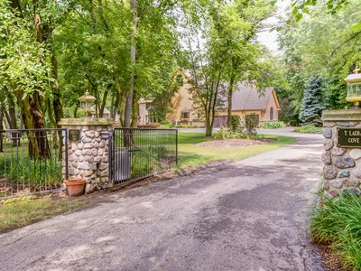 Einfamilienhaus for sales at Spectacular Riverfront Retreat 10125 N. River Road Barrington Hills, Illinois 60010 Vereinigte Staaten