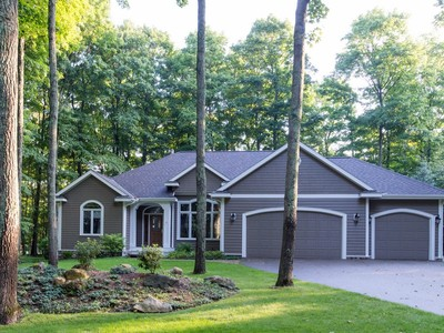 Moradia for sales at 12407 Country Club Drive  Charlevoix, Michigan 49720 United States