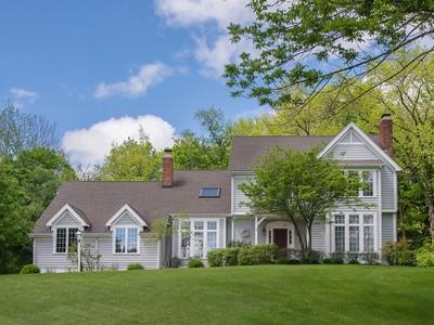 Casa Unifamiliar for sales at Sparkling And Spacious 69 Cross Highway Redding, Connecticut 06896 Estados Unidos