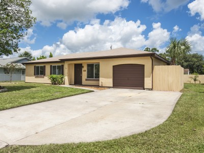 Nhà ở một gia đình for sales at Home in Sebastian Highlands 118 Ogden Ave Sebastian, Florida 32958 Hoa Kỳ