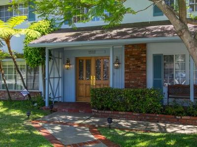 Maison unifamiliale for sales at Feather Avenue 1512 Feather Avenue Thousand Oaks, Californie 91360 États-Unis