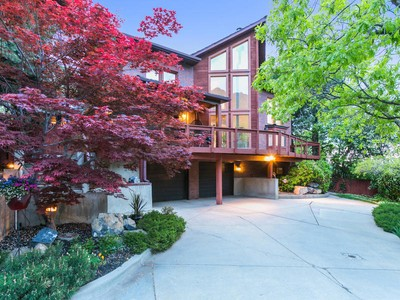 Nhà ở một gia đình for sales at Great Cottonwood Heights Home 8948 S Sutton Way Cottonwood Heights, Utah 84093 Hoa Kỳ