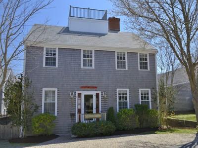 独户住宅 for sales at Quiet Lane in Town 2 Warren Street Nantucket, 马萨诸塞州 02554 美国