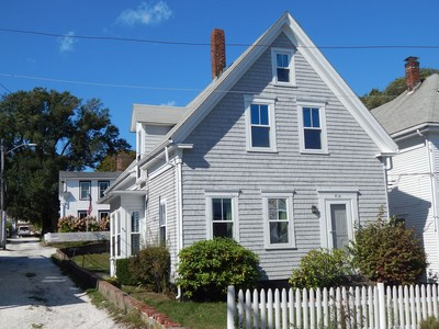 Maison multifamiliale for sales at Perfectly located 414 Commercial Street Unit 1-2  Provincetown, Massachusetts 02657 États-Unis