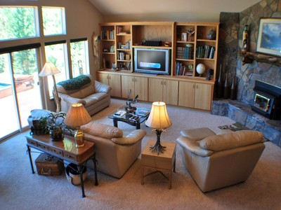 Einfamilienhaus for sales at Single Level Custom Level 17030 Shawnee Circle Bend, Oregon 97707 Vereinigte Staaten