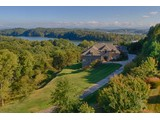 Vivienda unifamiliar for sales at Gorgeous Mountain and Water Views 1928 Rudder Lane Knoxville, Tennessee 37919 Estados Unidos