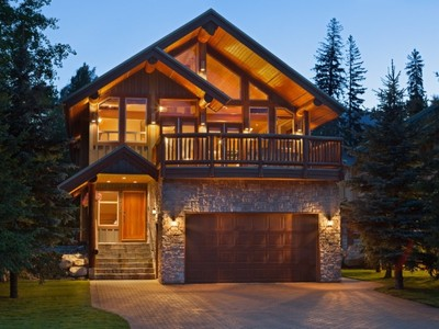 Maison unifamiliale for sales at Stunning Mountain Chalet in Whislter 7275 Spruce Grove Way Whistler, Colombie-Britannique V0N1B7 Canada