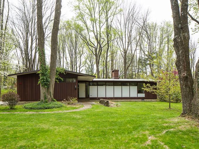 独户住宅 for sales at All The Classic Mid-Century Style You Crave 242 Ridgeview Road Princeton, 新泽西州 08540 美国