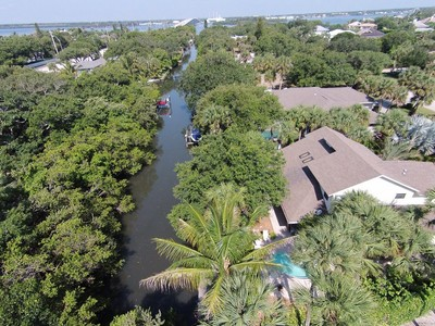 Moradia for sales at Stunning Canal Front 2-Story Pool Home 664 Tulip Lane  Vero Beach, Florida 32963 Estados Unidos