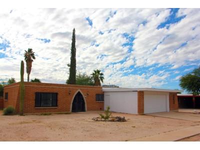 Tek Ailelik Ev for sales at Charming And Unique Burnt Adobe Brick Home in an Established Neighborhood 658 S Woodstock Drive  Tucson, Arizona 85710 Amerika Birleşik Devletleri