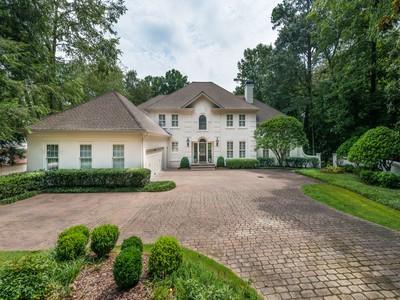 Villa for sales at Charming Traditional Home, Buckhead 4161 Harris Trail Atlanta, Georgia 30327 Stati Uniti