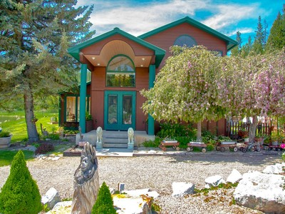 Einfamilienhaus for sales at North Idaho Country Home 2582 Highway 57  Priest River, Idaho 83856 Vereinigte Staaten