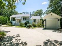 Casa Unifamiliar for sales at A quiet corner of Oak Bluffs 60 Prospect Avenue   Oak Bluffs, Massachusetts 02557 Estados Unidos