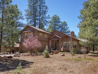 단독 가정 주택 for sales at Artfully Designed Multi-Level Home 3222 Bear Howard  Flagstaff, 아리조나 86005 미국