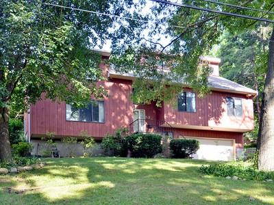 Moradia for sales at New Rochelle Contemporary 52 Hillside Lane New Rochelle, Nova York 10804 Estados Unidos